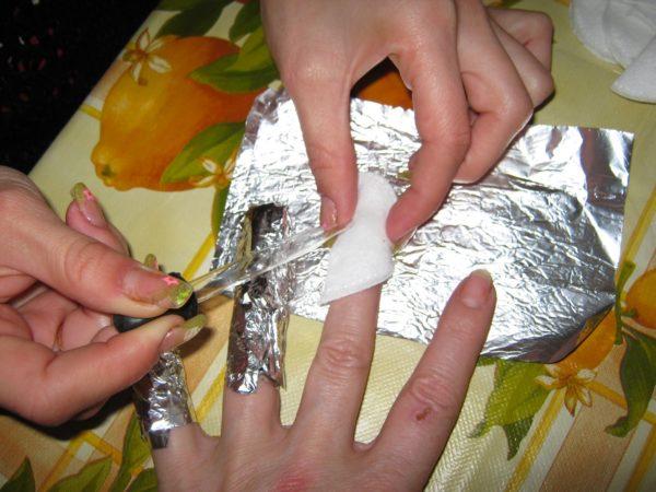 удаление гелевых ногтей