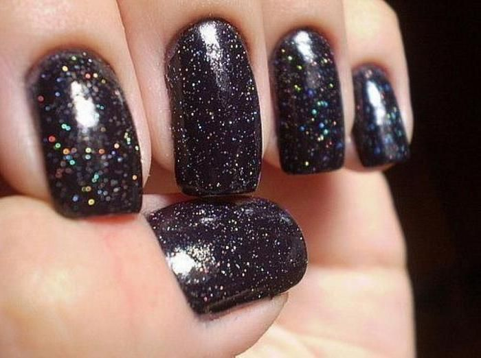 Как украсить ногти лаком с блестками