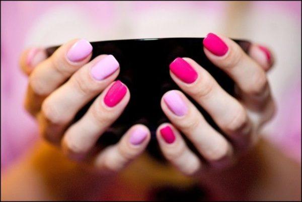 бордовый и розовый маникюр