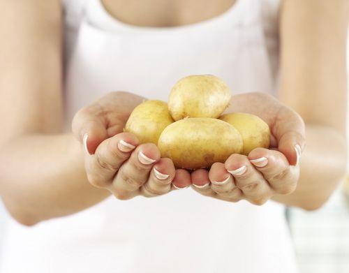 Маской из вареного картофеля
