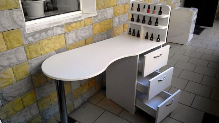 Маникюрный стол (2)