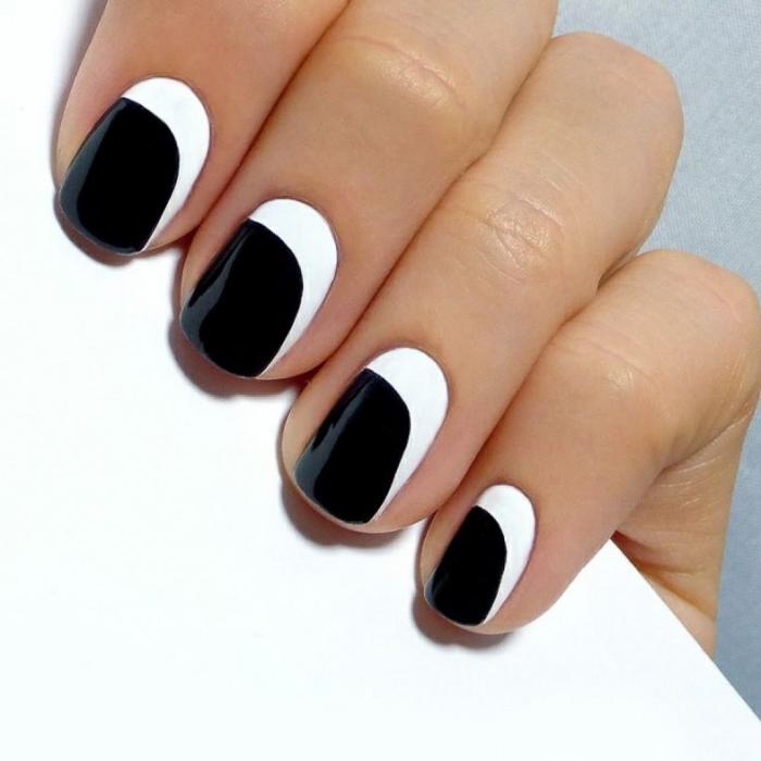 Стильный маникюр черный (4)