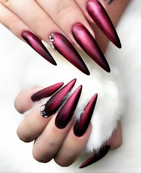 Форма «стилет» ногтей